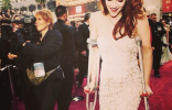 Kristen Stweart On Crutches At The Oscars